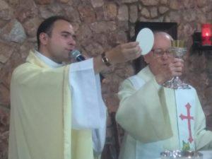 Fiéis do Santuário Eucarístico de Sete Lagoas acompanham as celebrações da Semana Santa pelas redes sociais