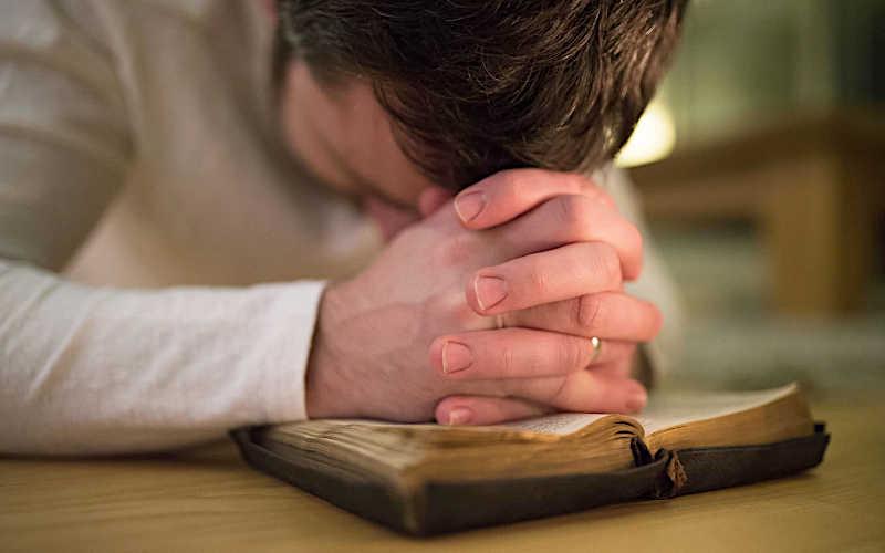 A oração é o nosso refúgio seguro.